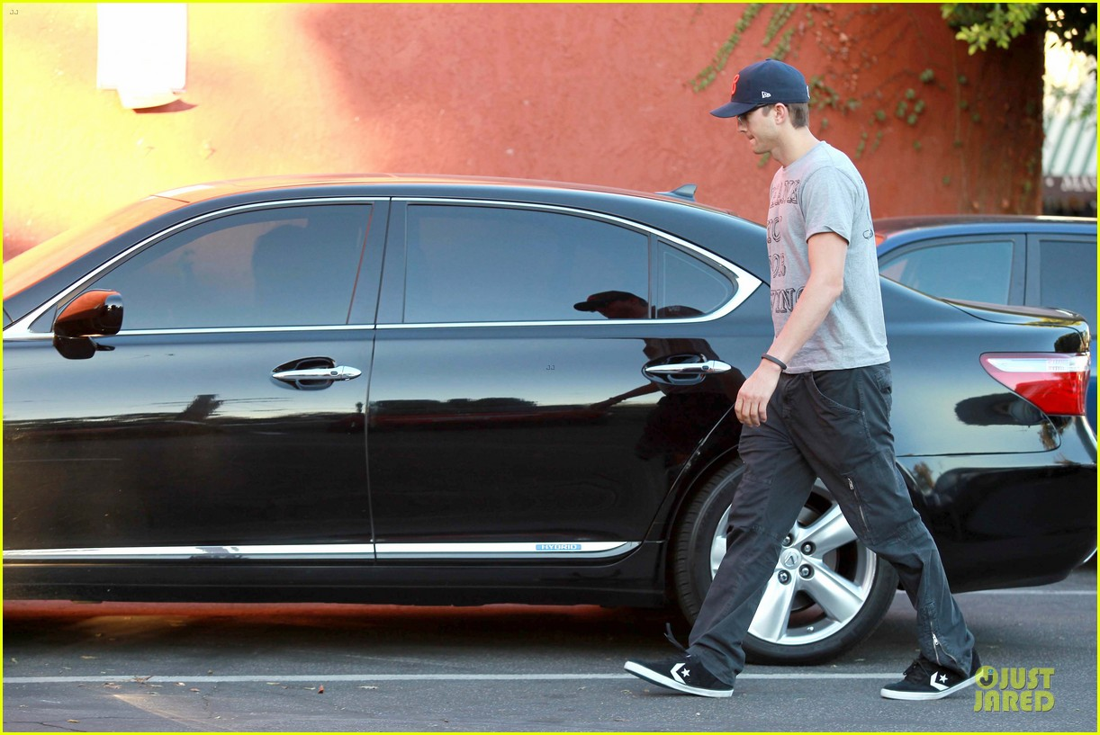 ashton kutcher mila kunis thank you for loving each other 222745876