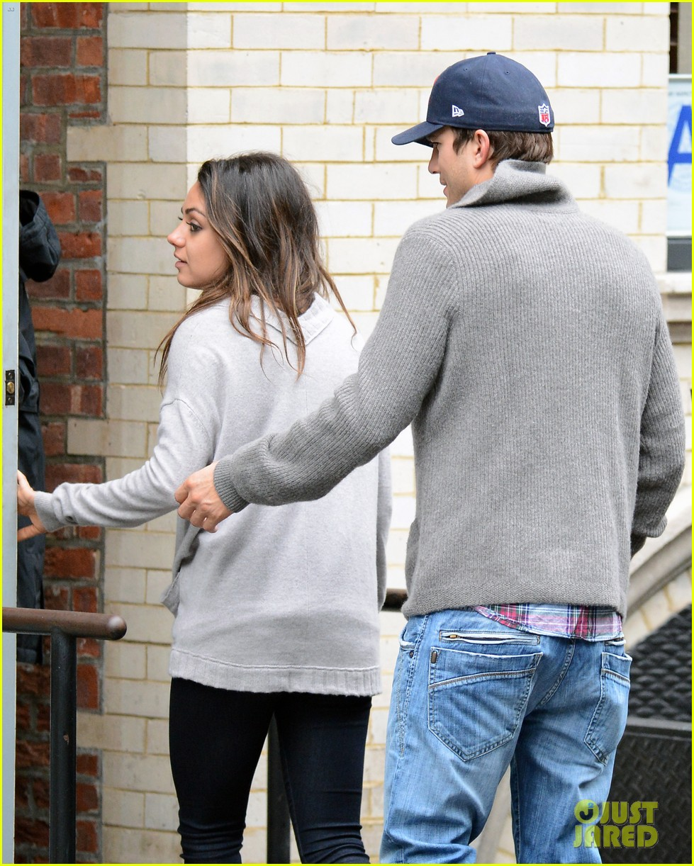 ashton kutcher mila kunis west village dinner date 032735268