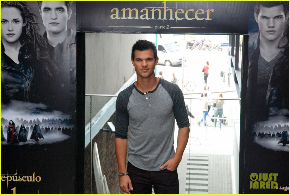taylor lautner twilight breaking dawn promotional event rio 012744095