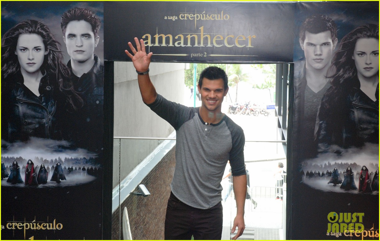 taylor lautner twilight breaking dawn promotional event rio 022744096