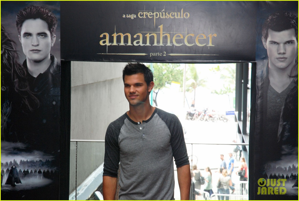 taylor lautner twilight breaking dawn promotional event rio 052744099