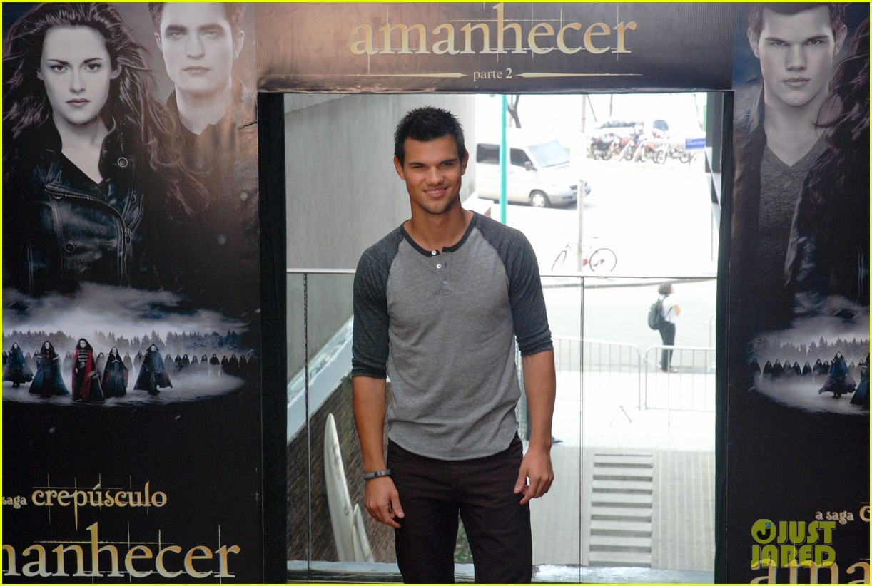 taylor lautner twilight breaking dawn promotional event rio 082744102