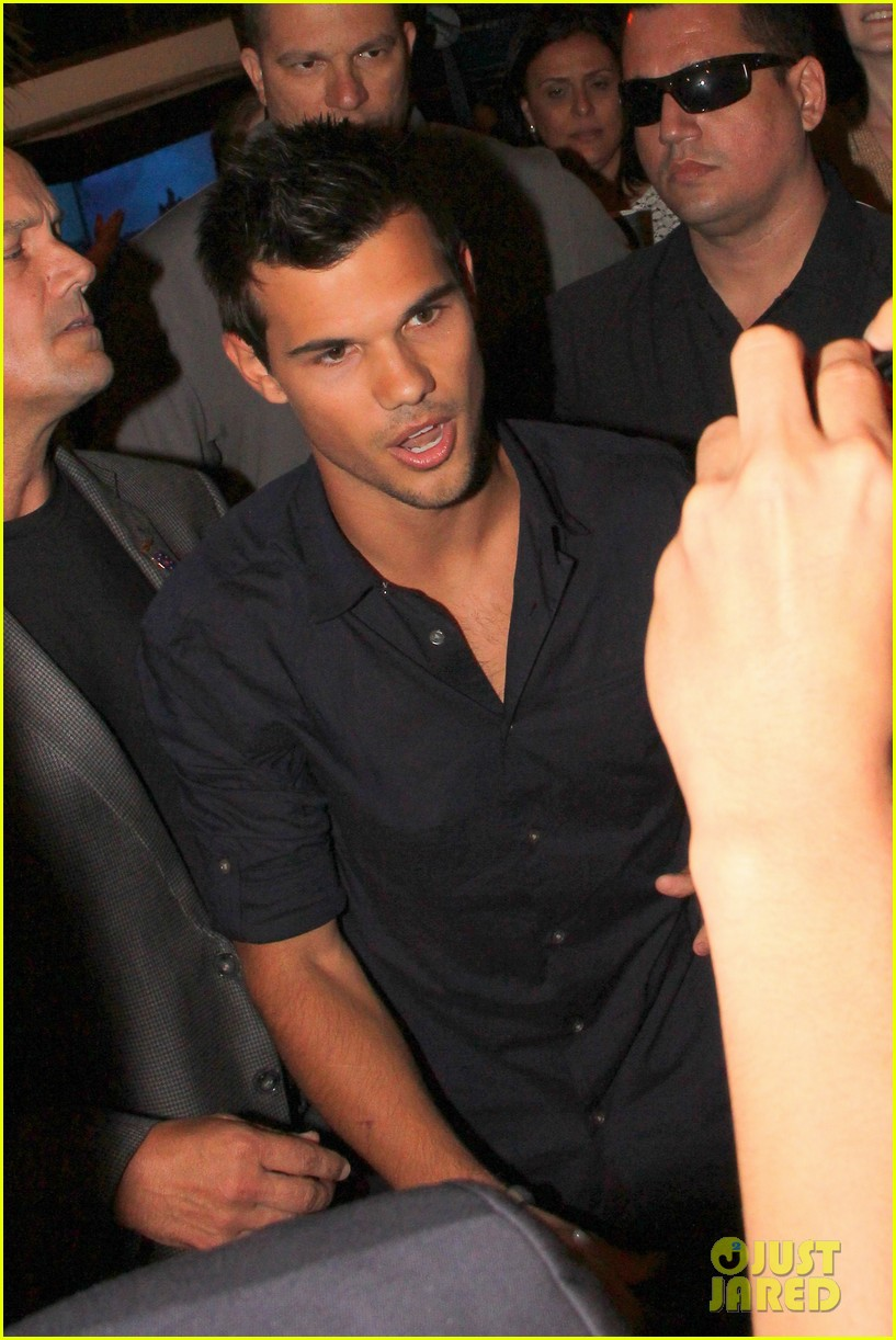 taylor lautner fan friendly rio 012744453