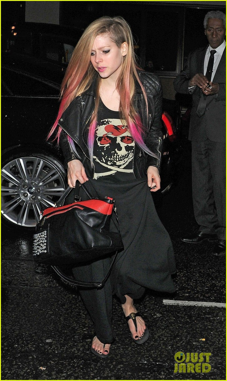 avril lavigne complicated makes billboard top pop songs list 012733119