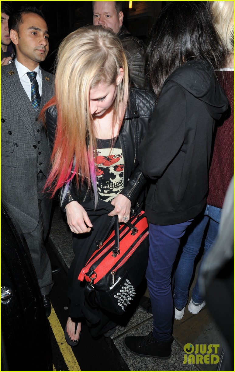 avril lavigne complicated makes billboard top pop songs list 032733121