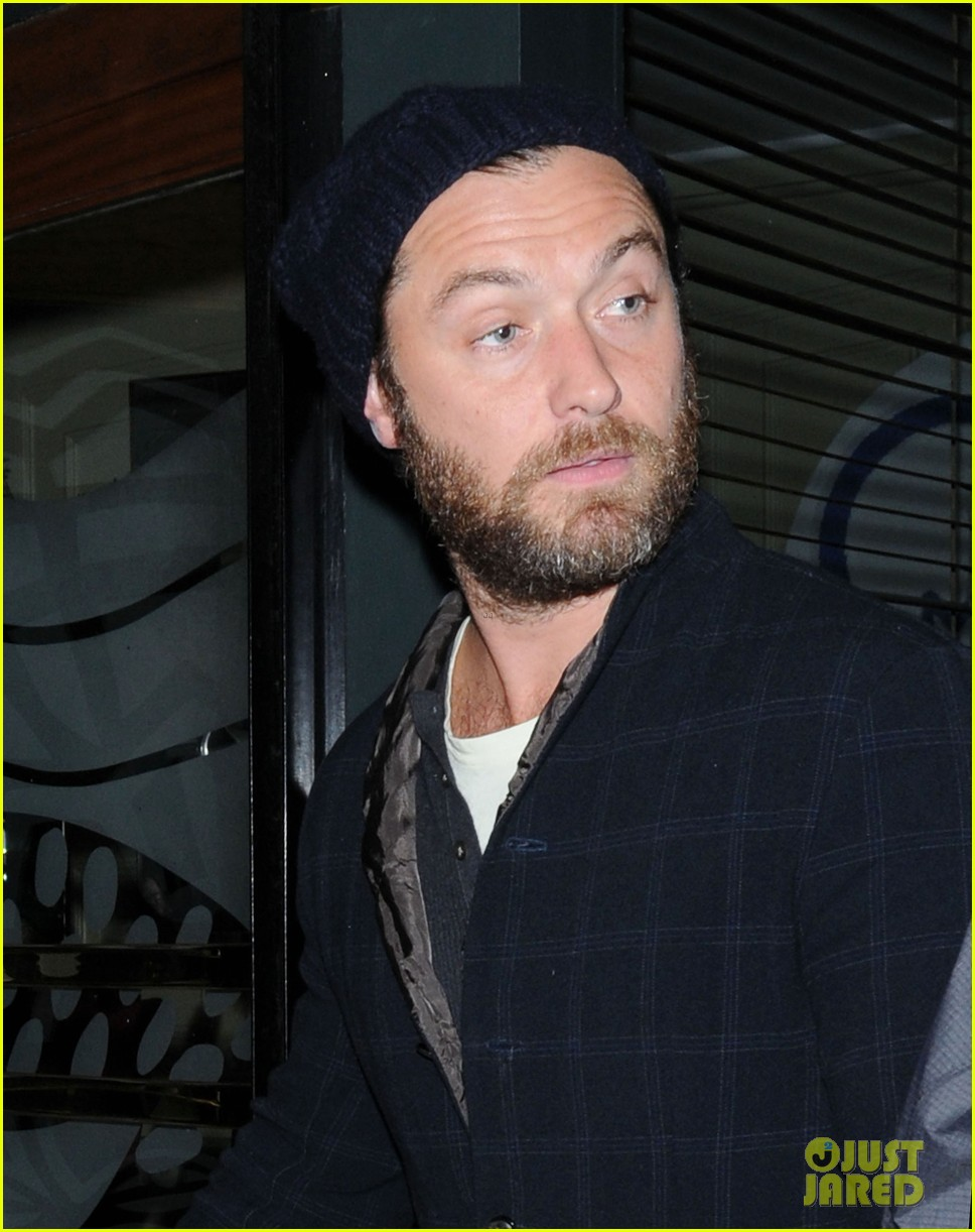 jude law set to present turner prize 2012 022732836