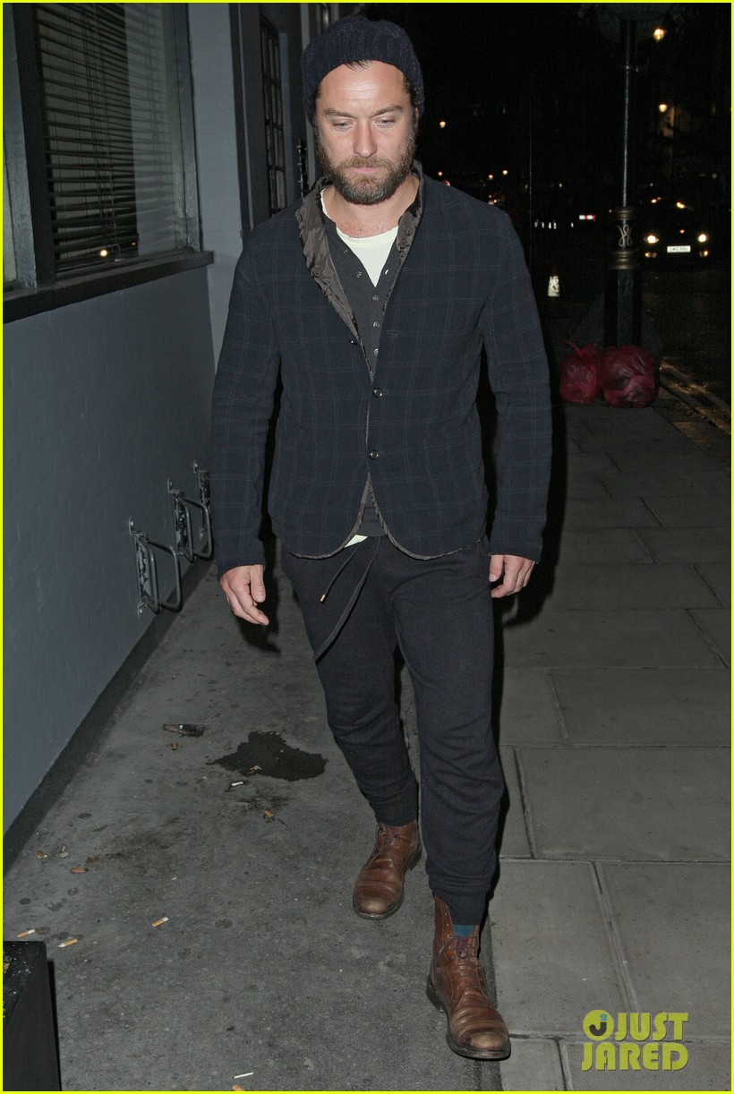 jude law set to present turner prize 2012 102732844