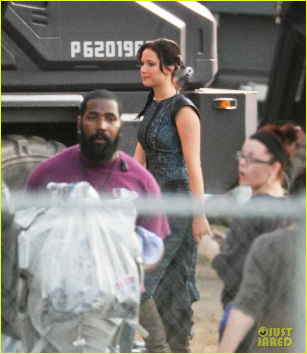 jennifer lawrence catching fire set 042737069