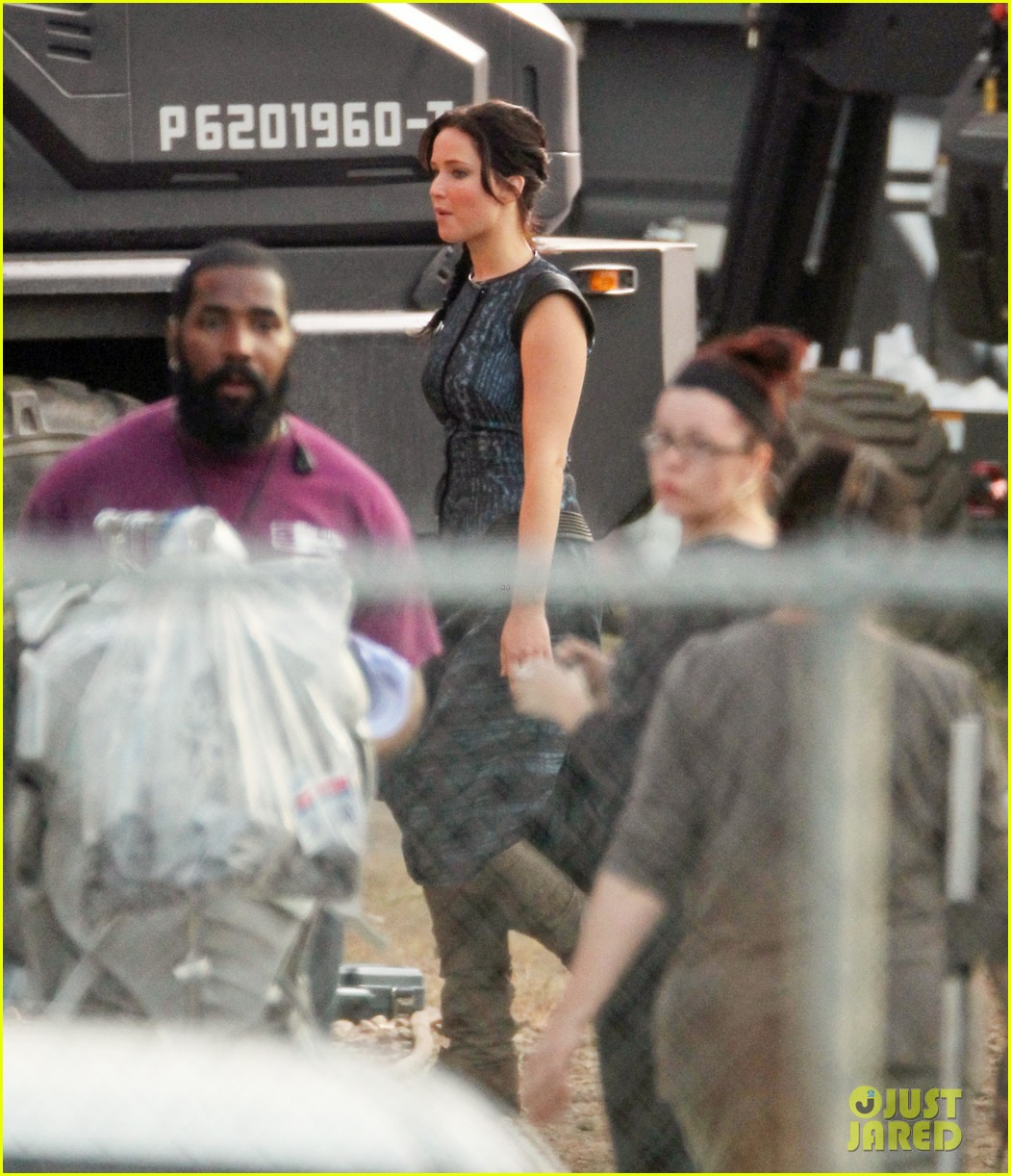 jennifer lawrence catching fire set 072737072