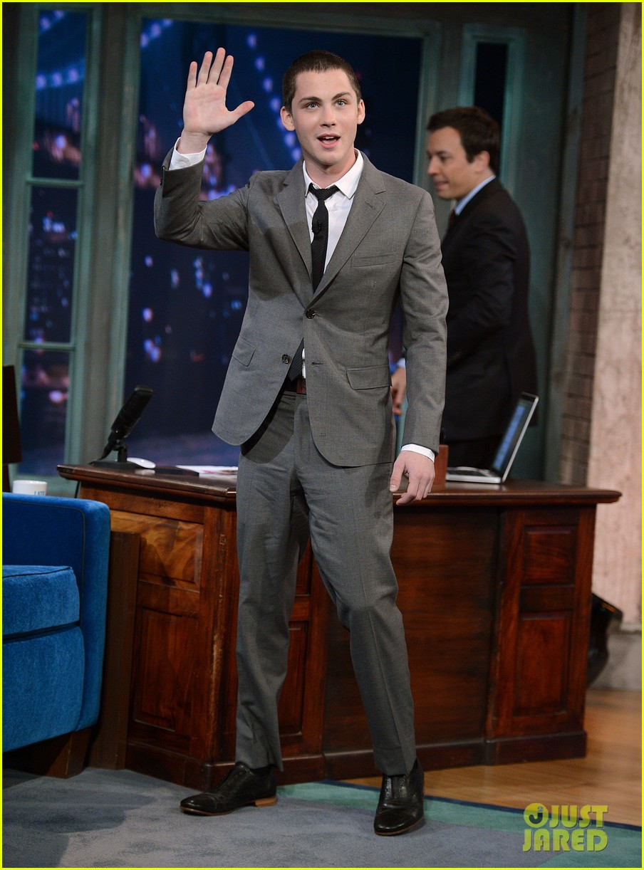 logan lerman late night with jimmy fallon visit 022732888
