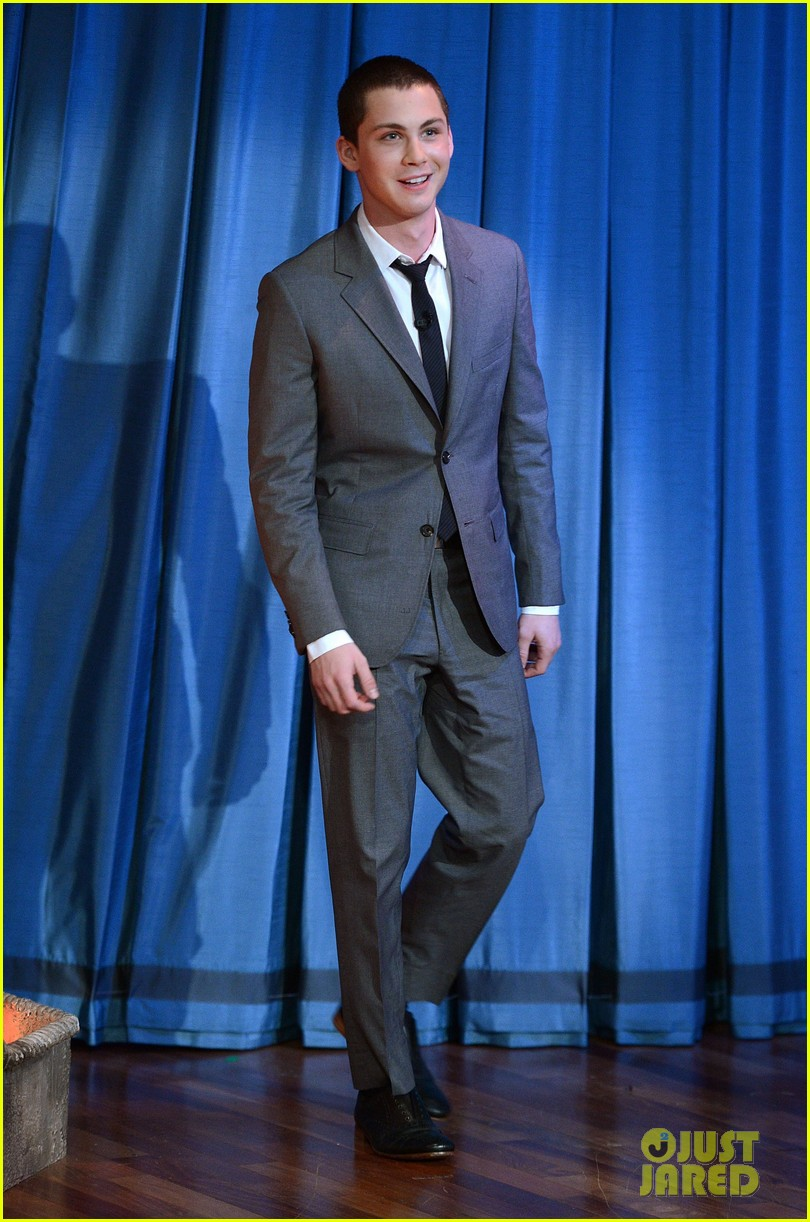 logan lerman late night with jimmy fallon visit 032732889