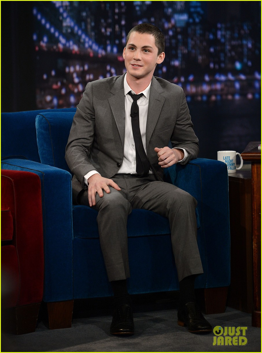 logan lerman late night with jimmy fallon visit 042732890