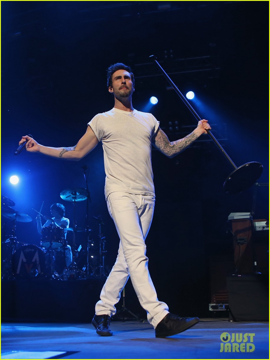 adam levine american horror story first look watch now 112737531