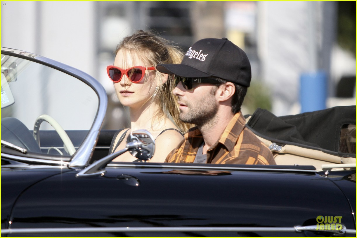 adam levine the grove appearance with the voice judges next week 112748992