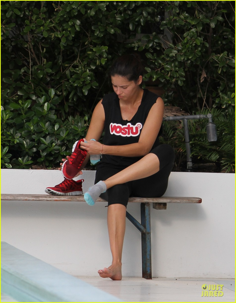 adriana lima post baby body workout 012734557