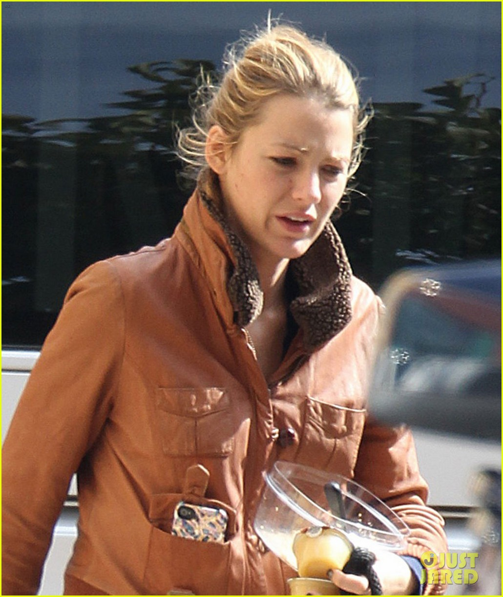blake lively gossip girl set with penny baxter 022740586