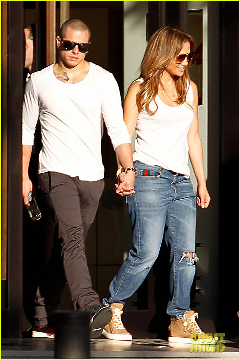 jennifer lopez casper smart dinner with the family 012734984