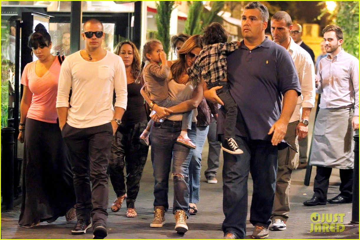jennifer lopez casper smart dinner with the family 052734988