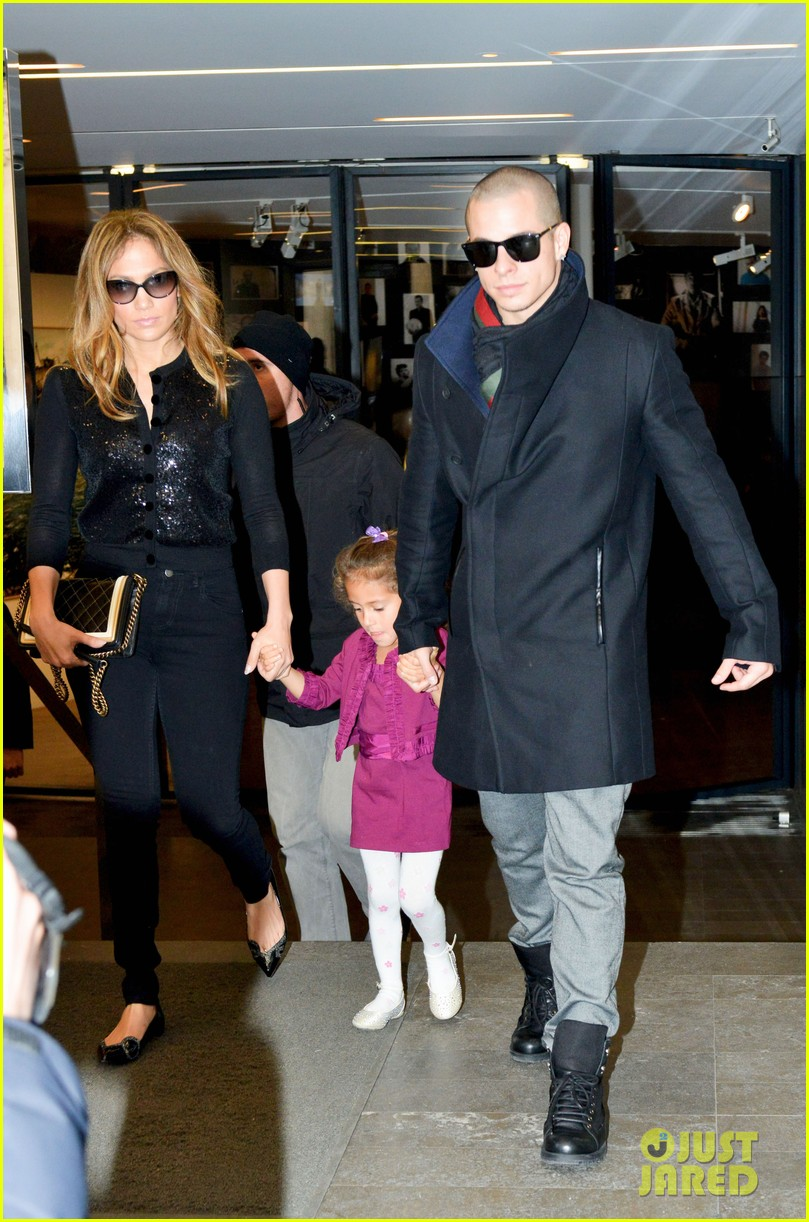 jennifer lopez emme hermes shoppers 02