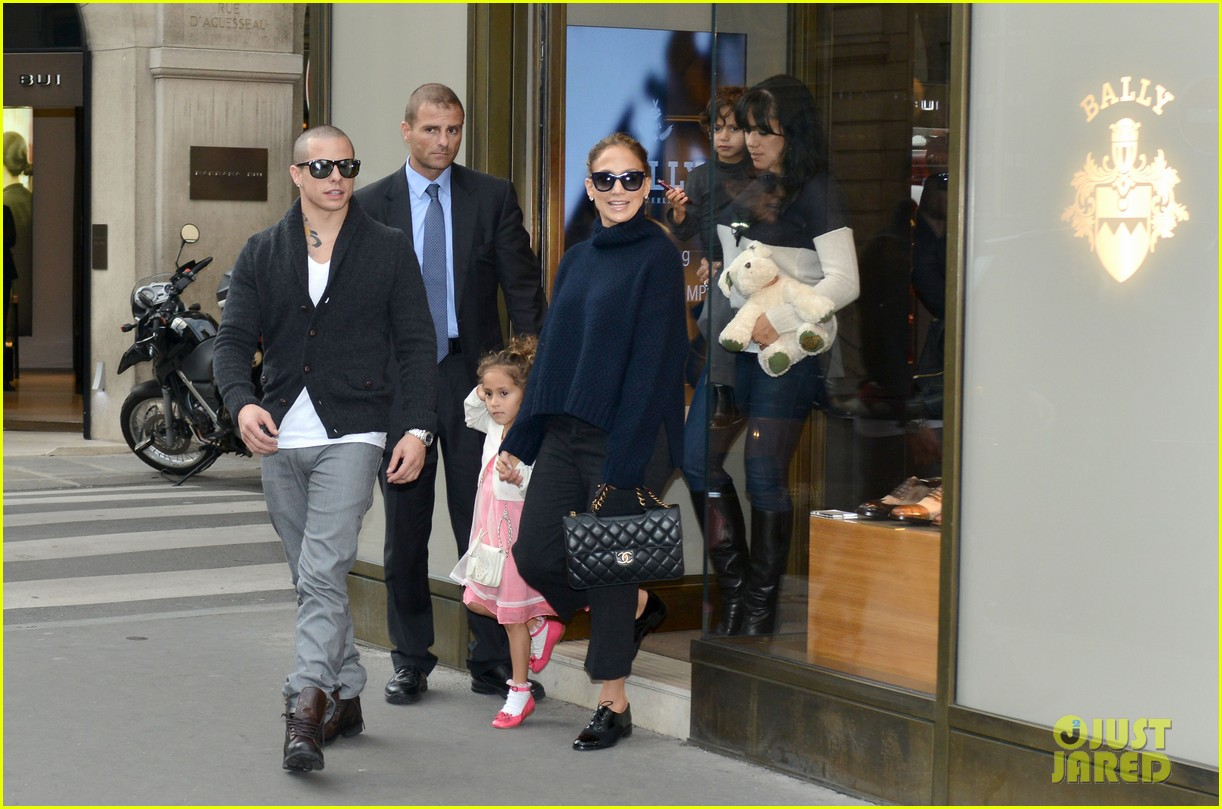jennifer lopez shopping with casper and the kids 142732237