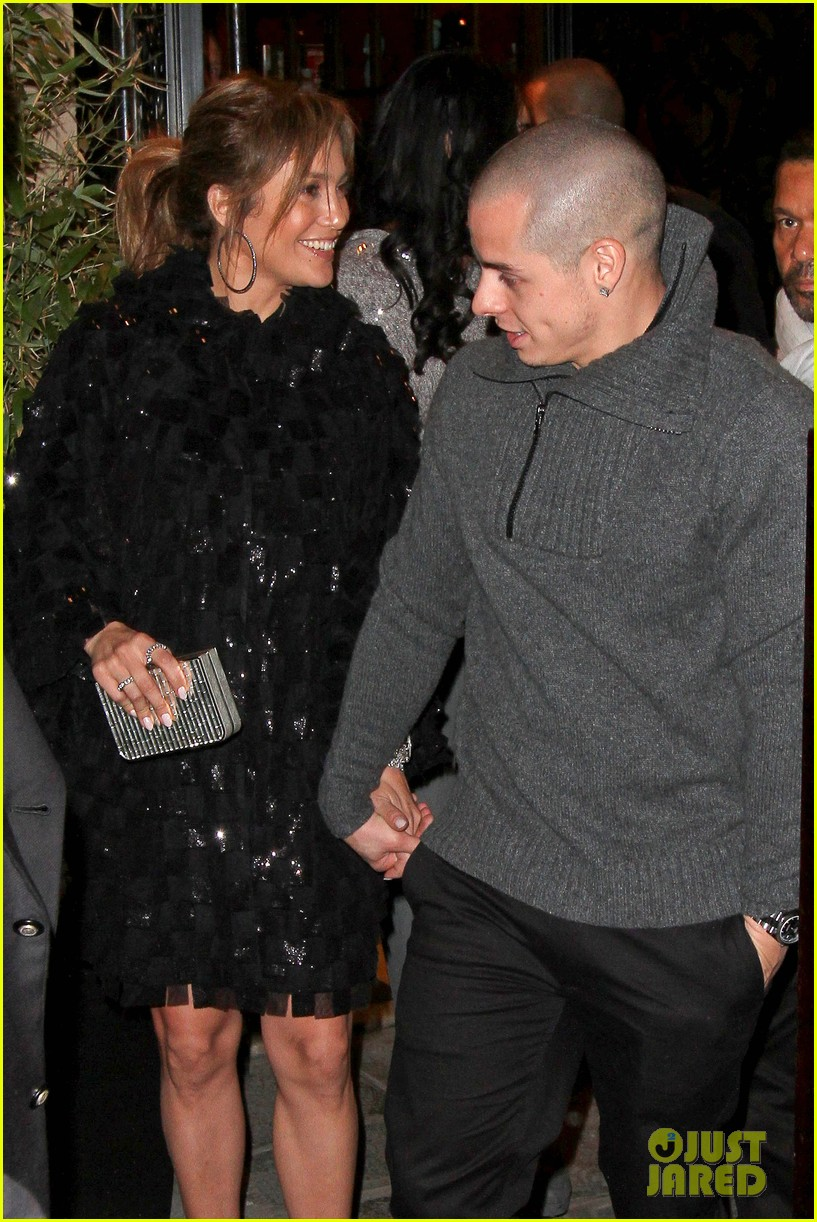 jennifer lopez celebrates sisters birthday in paris 03