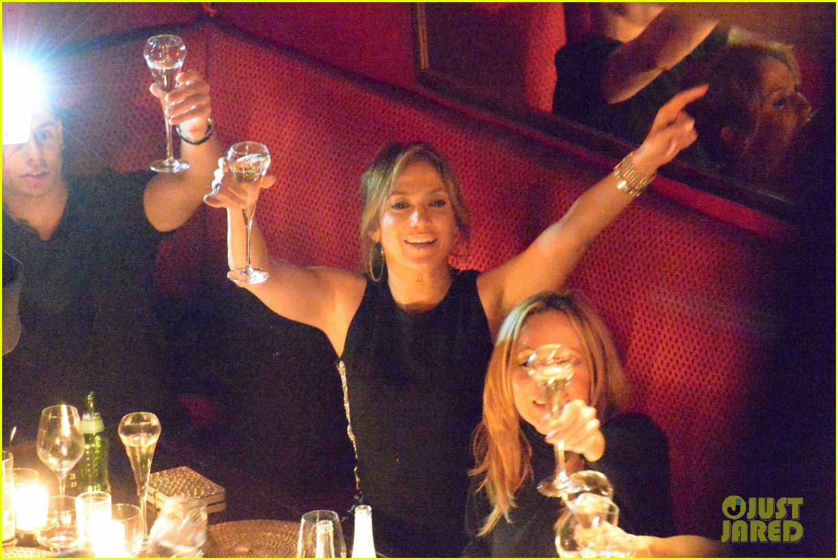 jennifer lopez celebrates sisters birthday in paris 042739249