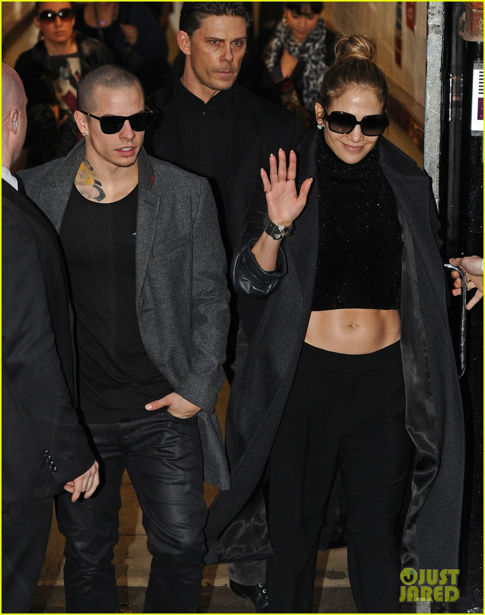 jennifer lopez toned tummy in london 032742713