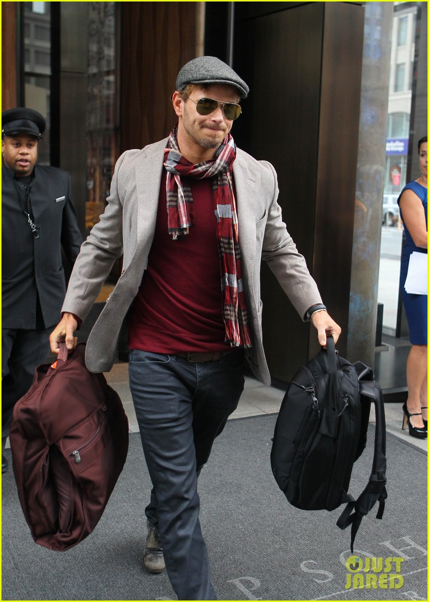 kellan lutz handsome hotel check out 02