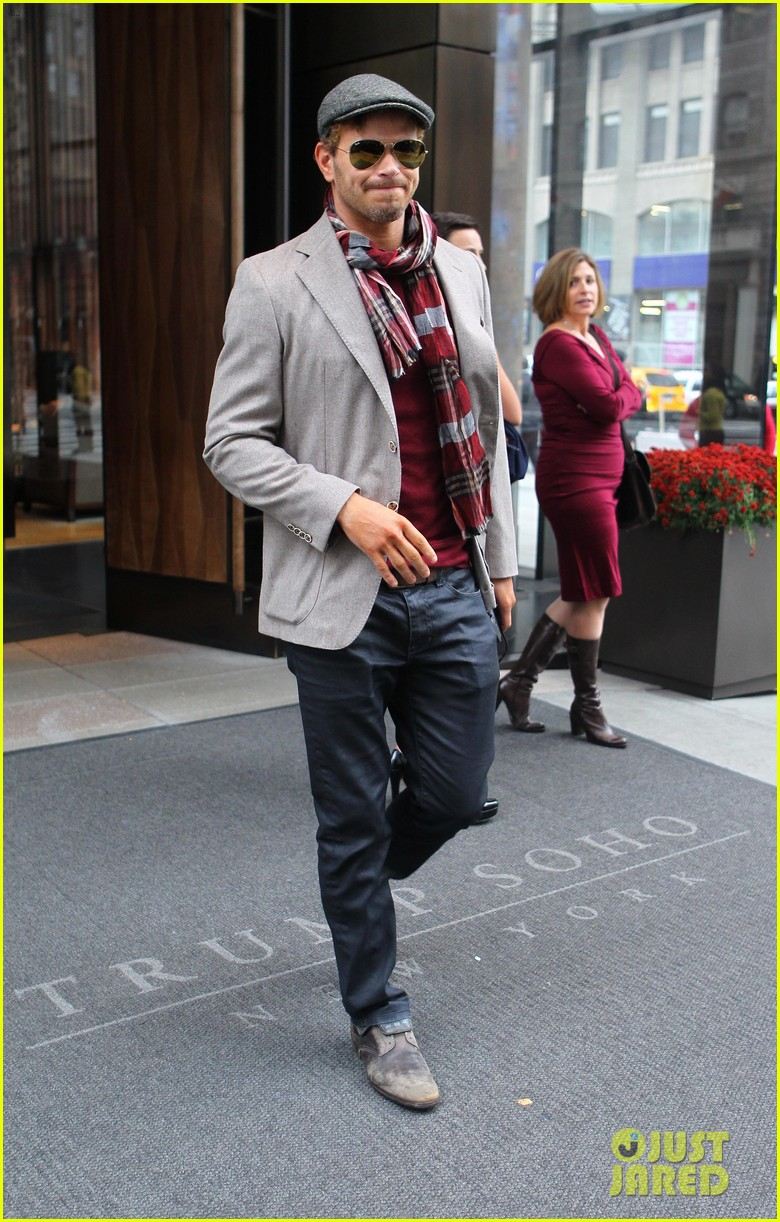 kellan lutz handsome hotel check out 042745146
