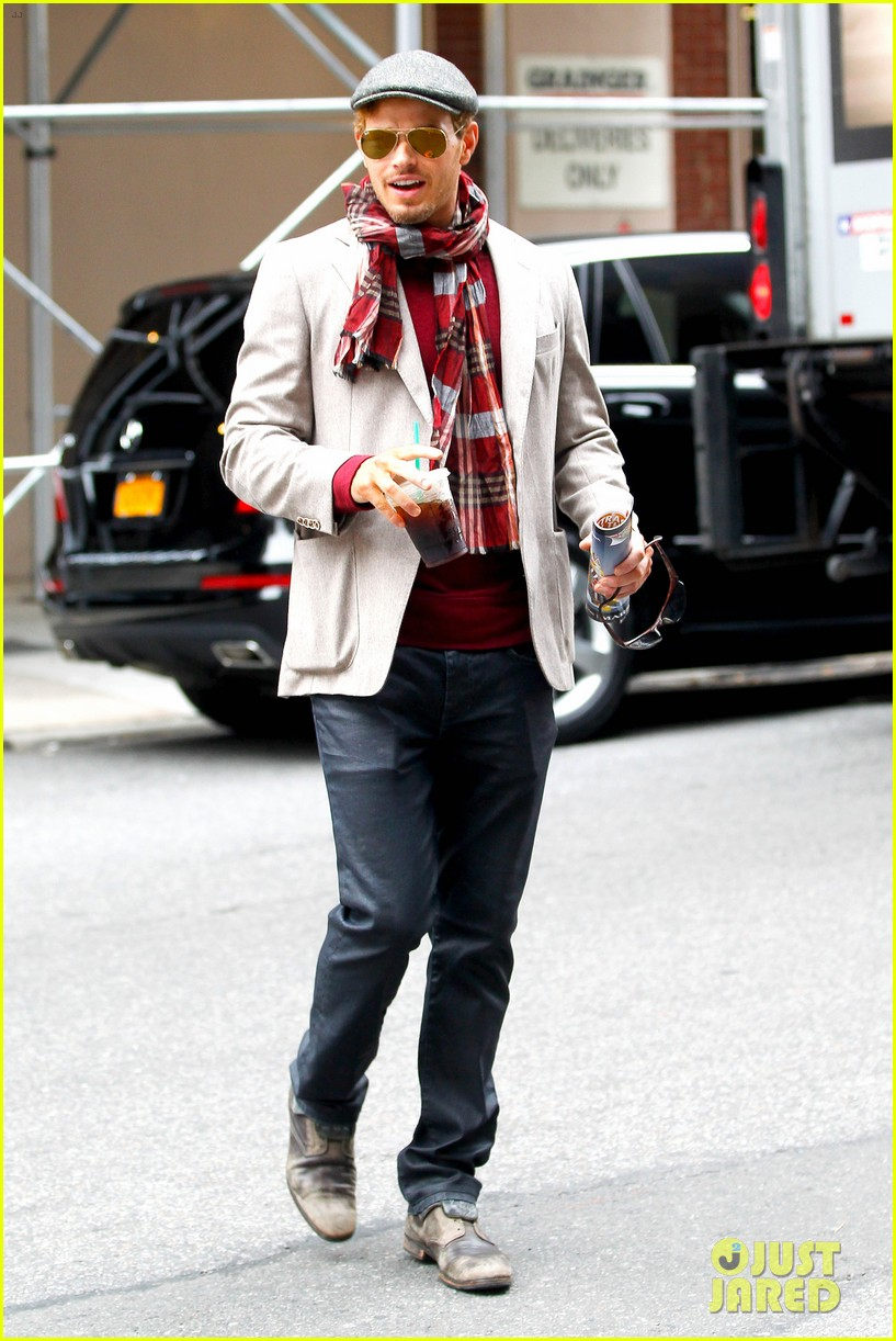 kellan lutz handsome hotel check out 11