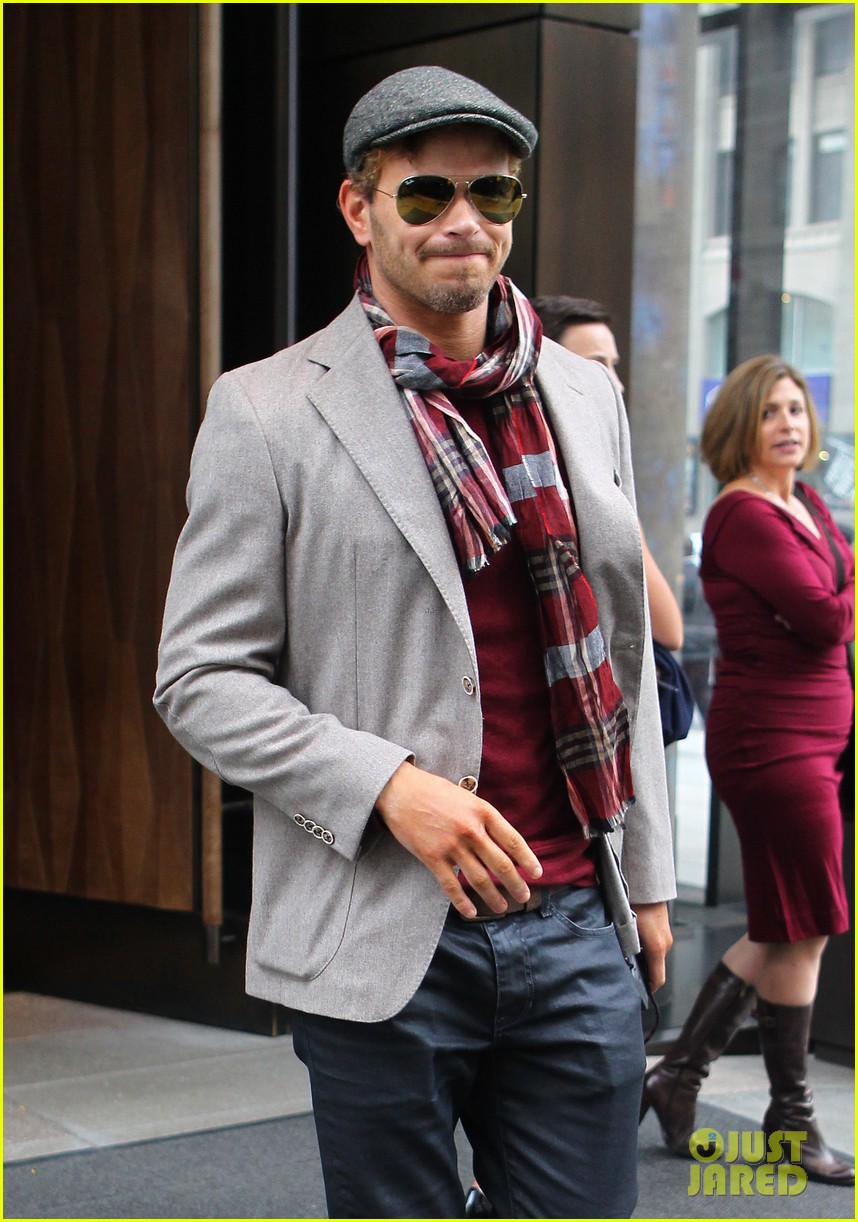 kellan lutz handsome hotel check out 19