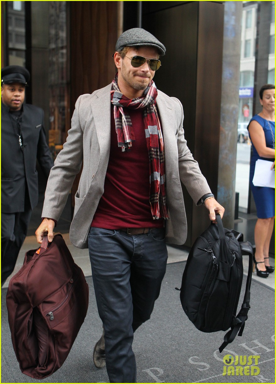 kellan lutz handsome hotel check out 26
