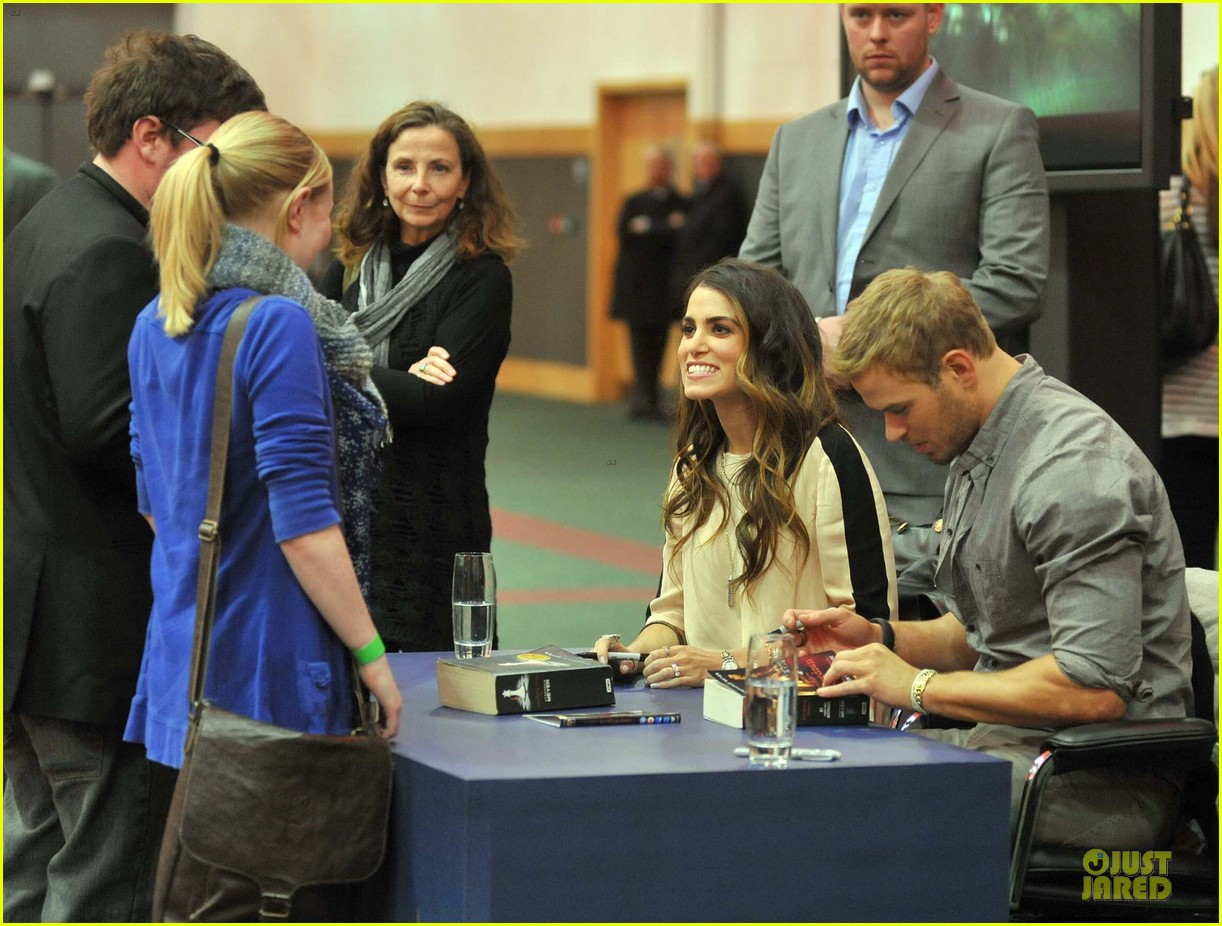 kellan lutz nikki reed twilight saga breaking dawn signing session 042746181