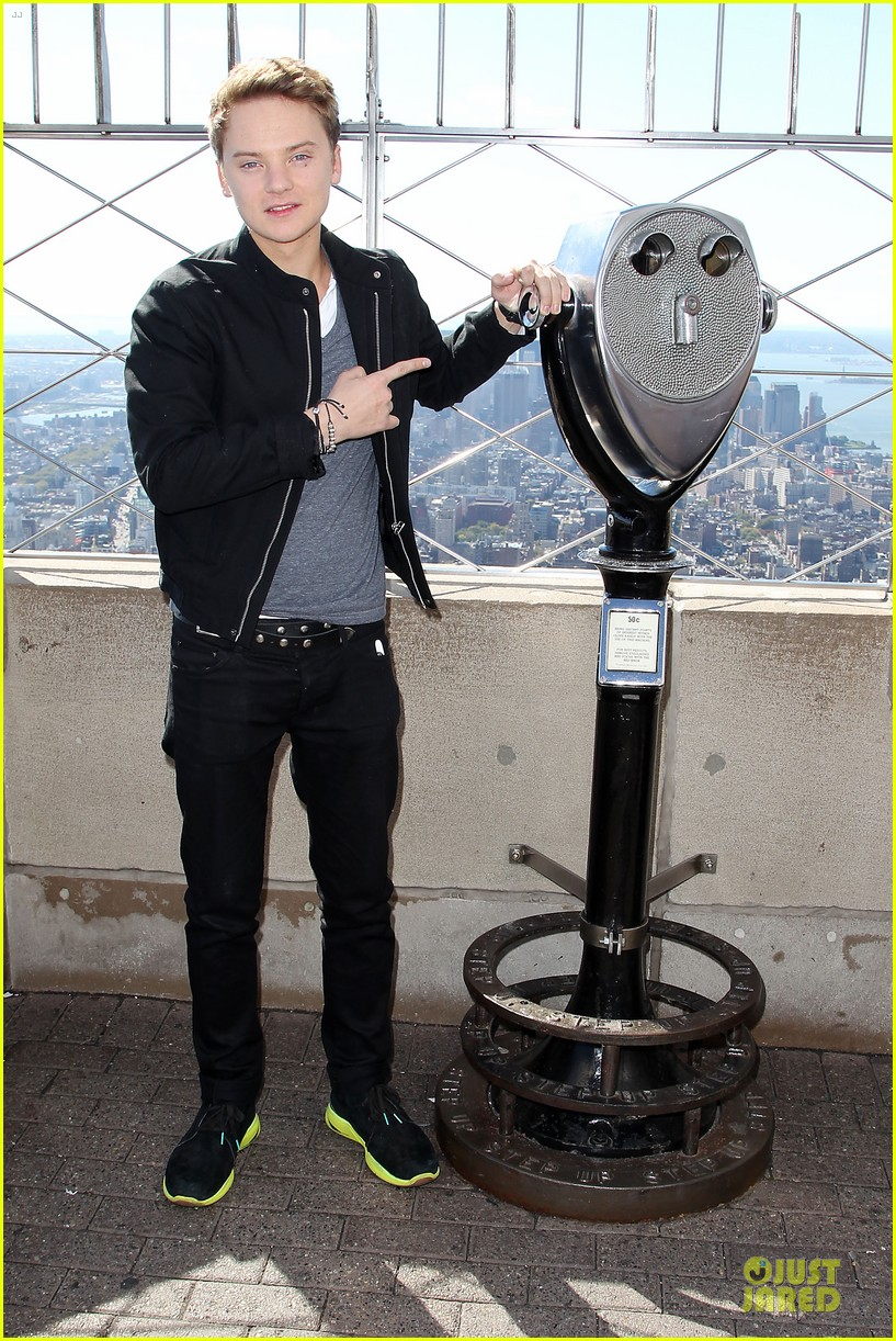 conor maynard tops empire state building 032739396
