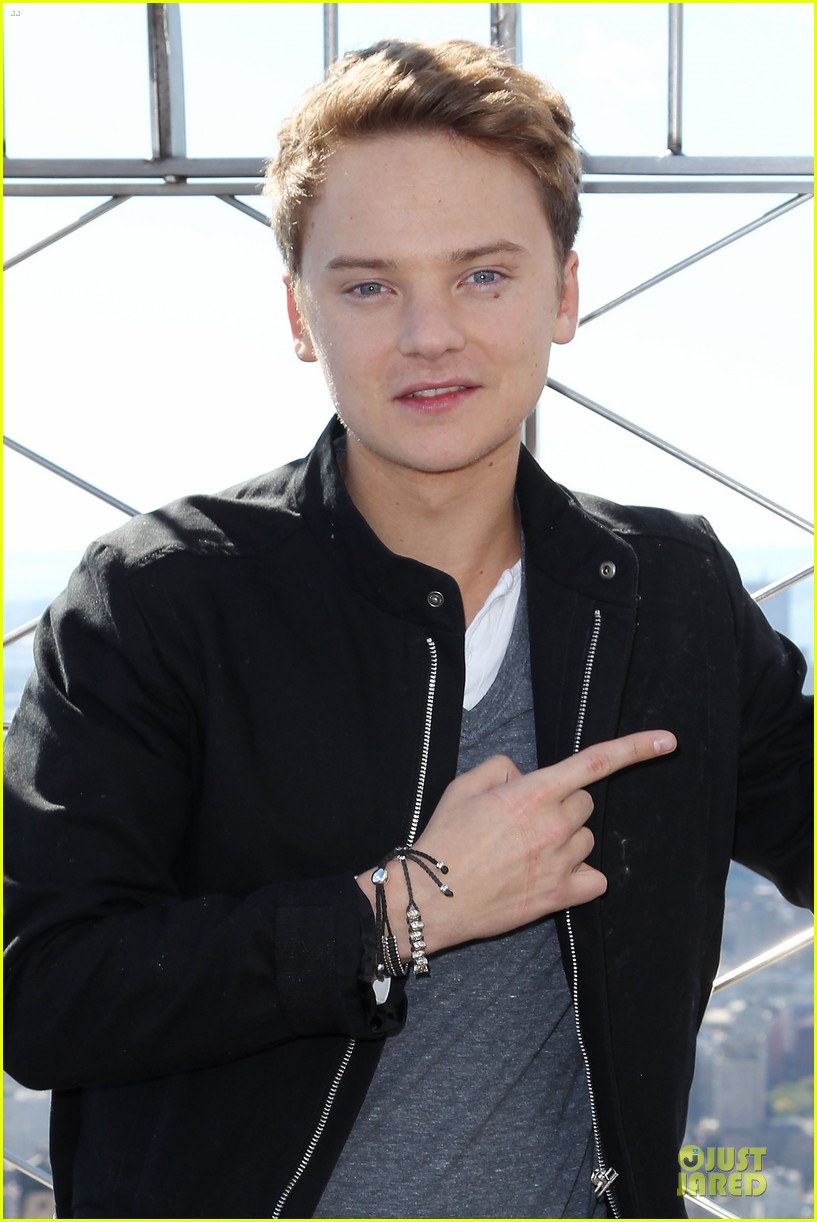 conor maynard tops empire state building 09