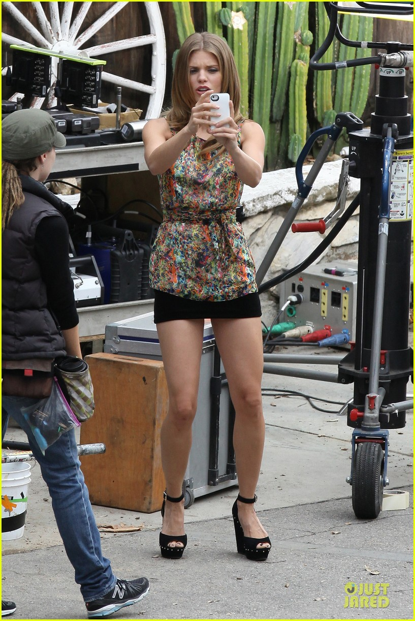 annalynne mccord camera phone fun on 90210 set 072737810