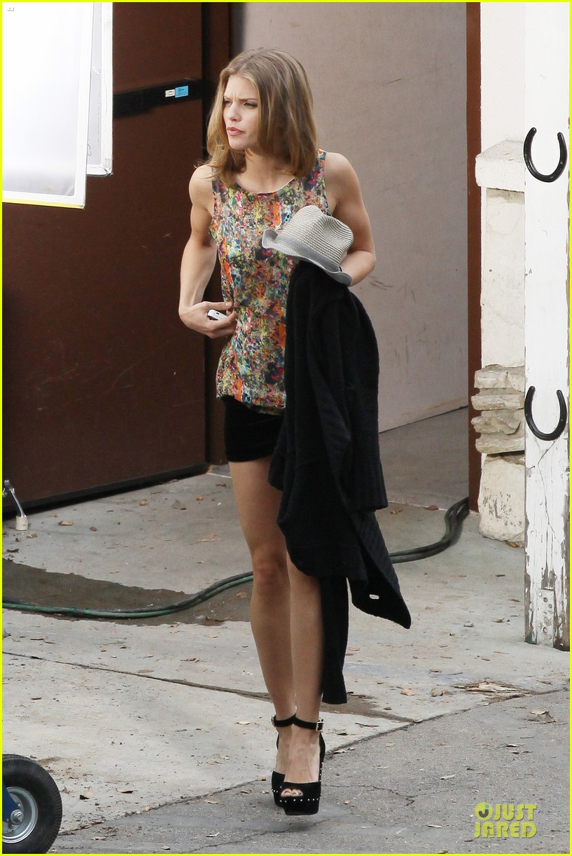 annalynne mccord camera phone fun on 90210 set 212737824