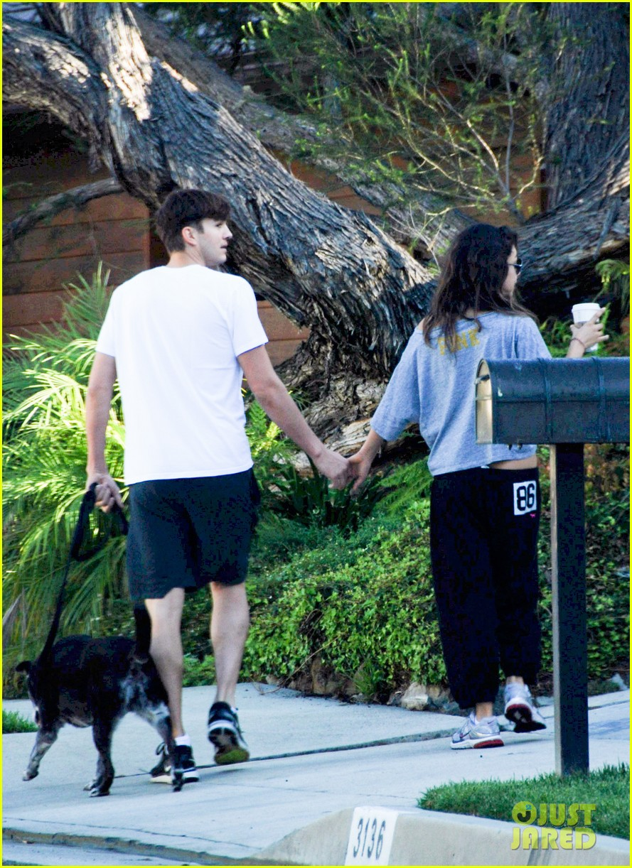 mila kunis ashton kutcher dog walking duo 032740988