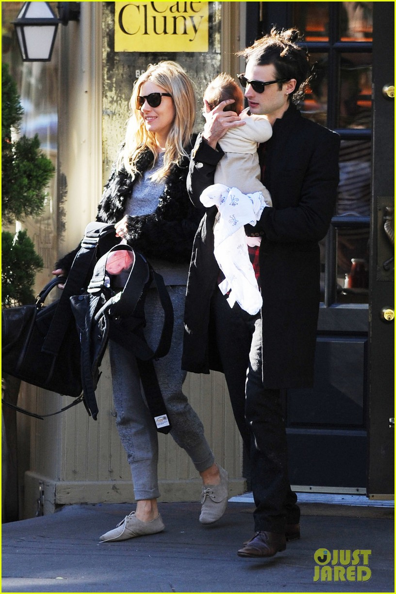 sienna miller saturday stroll with family 01