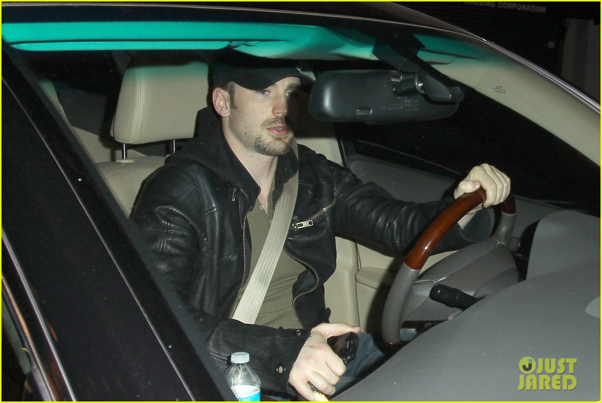minka kelly chris evans sayers club couple 06