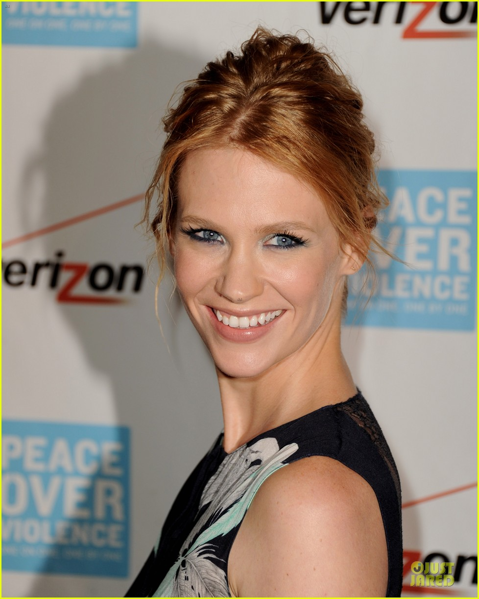 elisabeth moss january jones peace over violence humanitarian awards 09