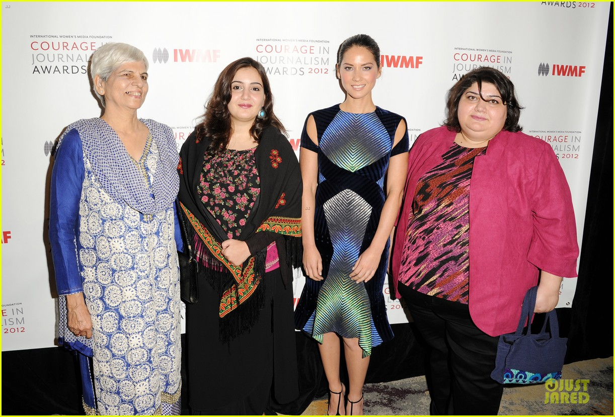 olivia munn aisha tyler courage in journalism awards 14