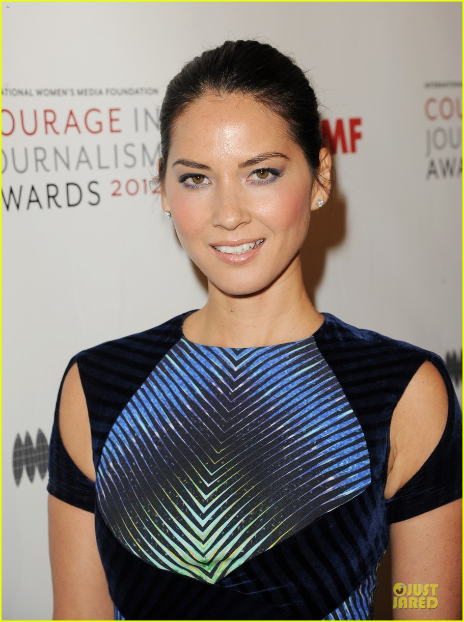 olivia munn aisha tyler courage in journalism awards 16