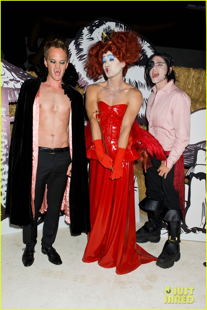 neil patrick harris shirtless just jared halloween party 012747608