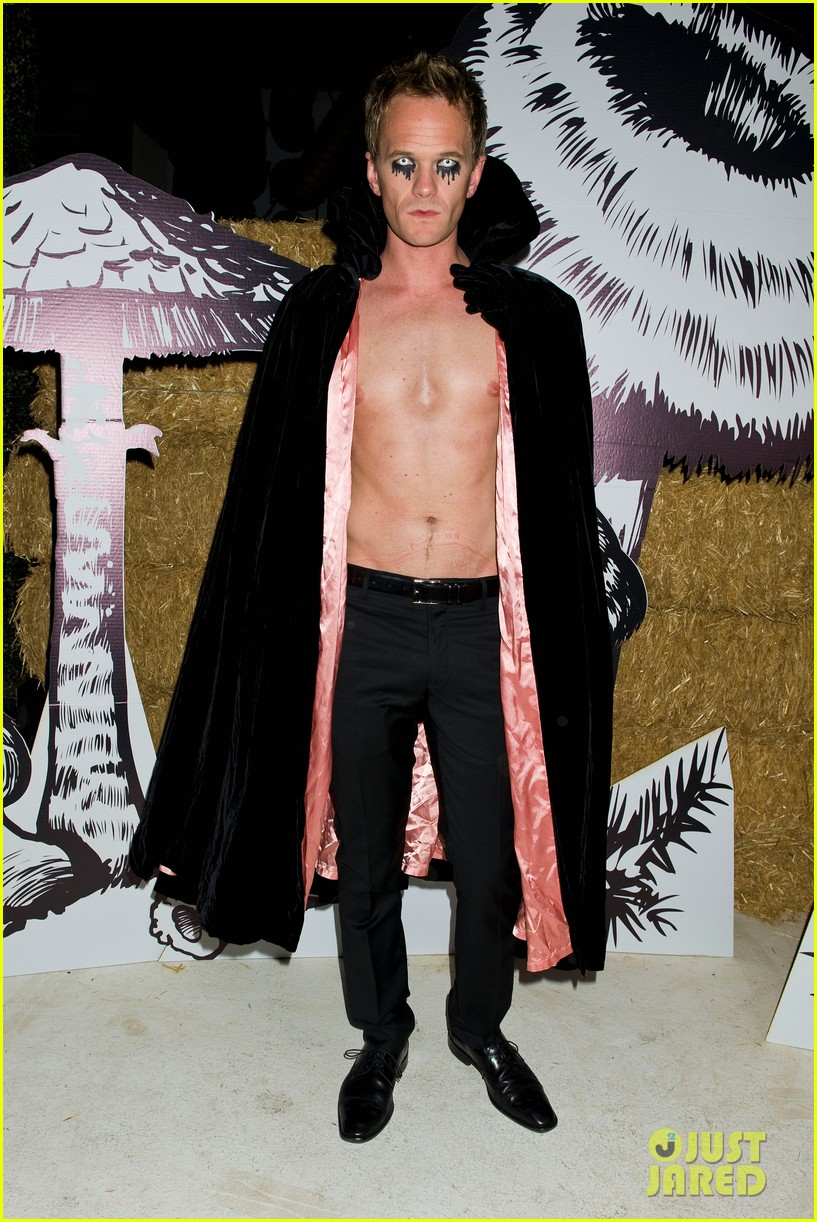 neil patrick harris shirtless just jared halloween party 042747611