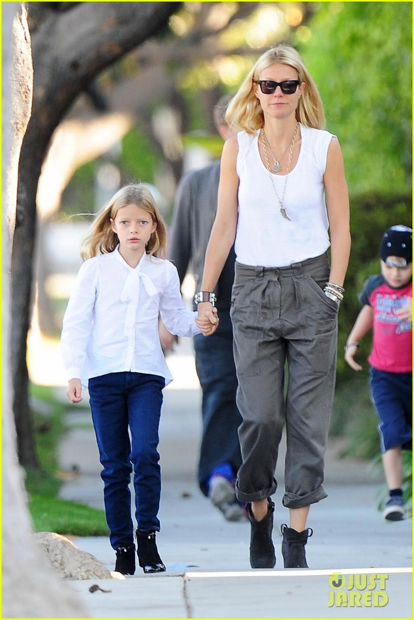 gwyneth paltrow chris martin family walk to school 062745642