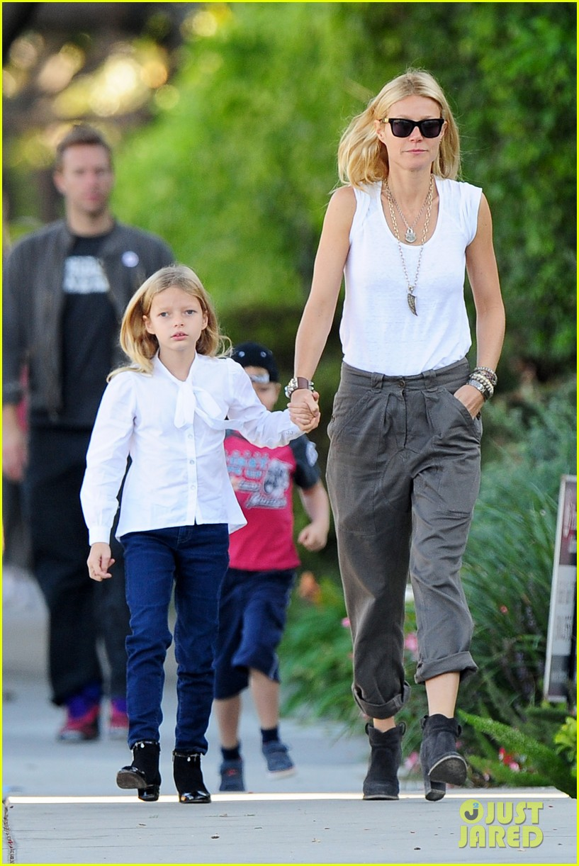gwyneth paltrow chris martin family walk to school 072745643