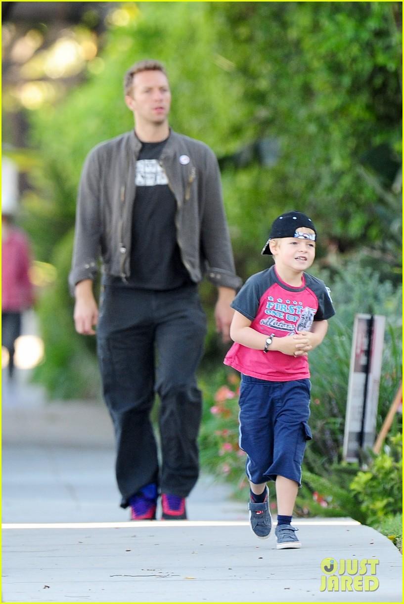 gwyneth paltrow chris martin family walk to school 122745648