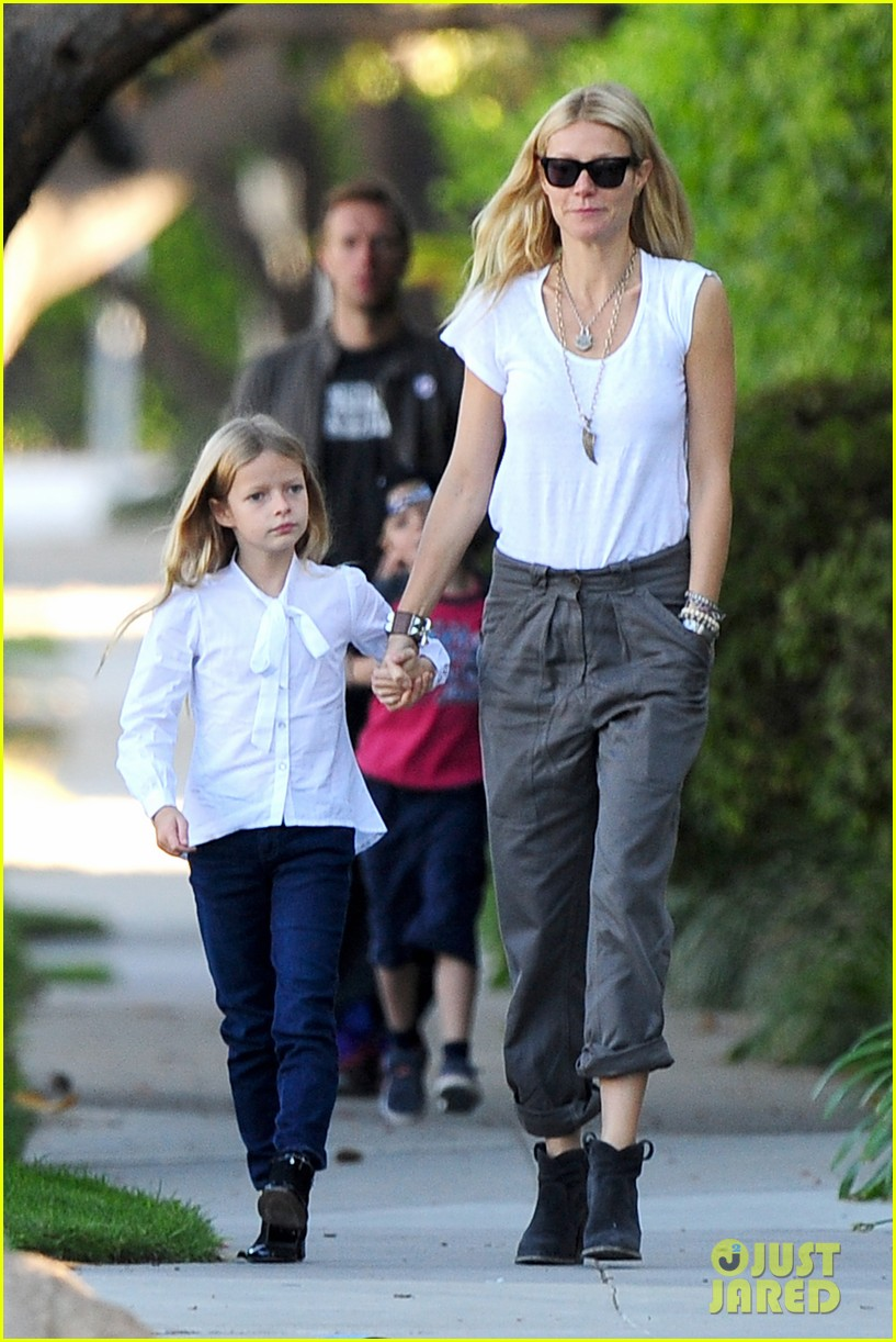 gwyneth paltrow chris martin family walk to school 13