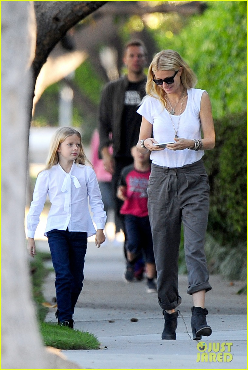 gwyneth paltrow chris martin family walk to school 142745650